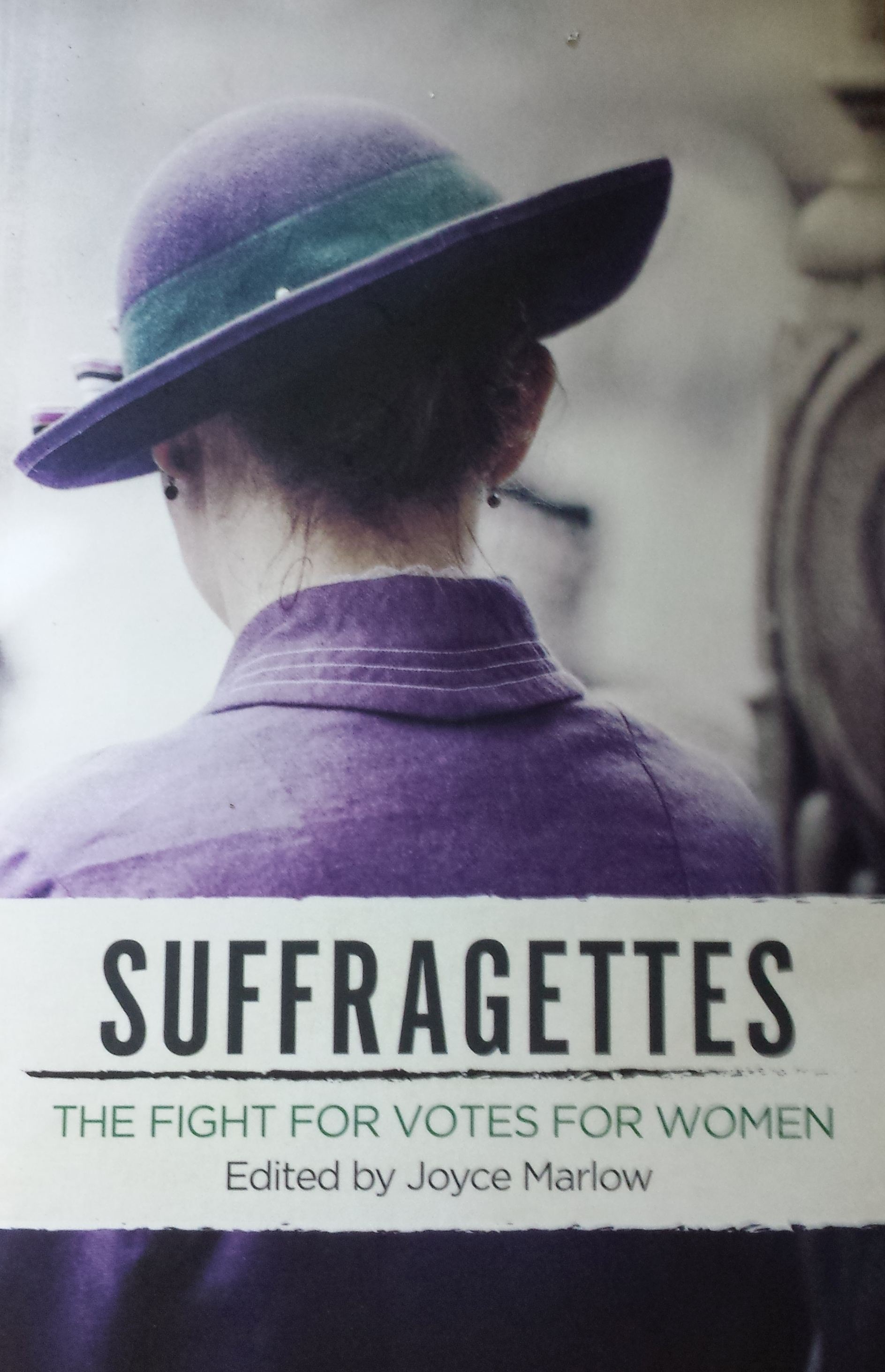 Suffragettes Cover